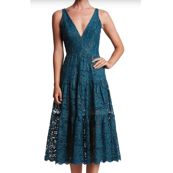 d2feb2a2b6a29 Dress the Population Dresses & Skirts - DRESS THE POPULATION MADELYN LACE  MIDI DRESS 👗❤